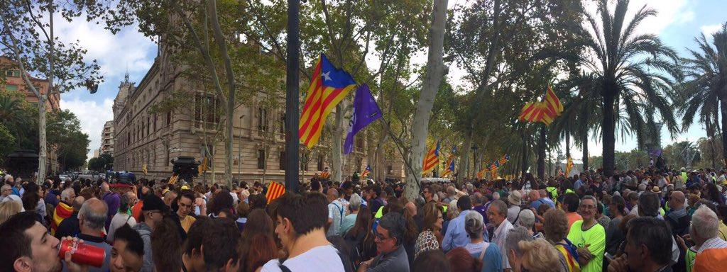 Xavier Trias demana a Ada Colau que pengi al balcó de l'Ajuntament durant La Mercè una pancarta amb la paraula'Democràcia'