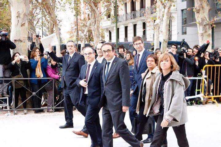 """Xavier Trias: """"Un Estat que empresona persones decents és un Estat indecent"""" Alfred Bosch: """"No ataquen només el govern català legítim, ataquen lademocràcia"""""""