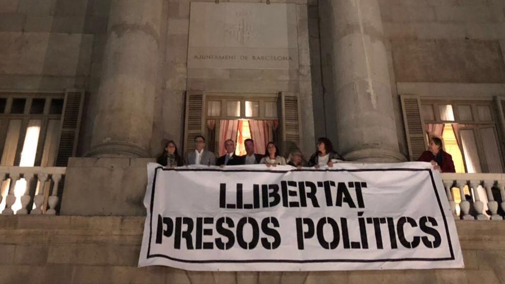 Jaume Ciurana reclama a Ada Colau que des de divendres torni a penjar la pancarta 'Llibertat presos polítics' al balcó del'Ajuntament